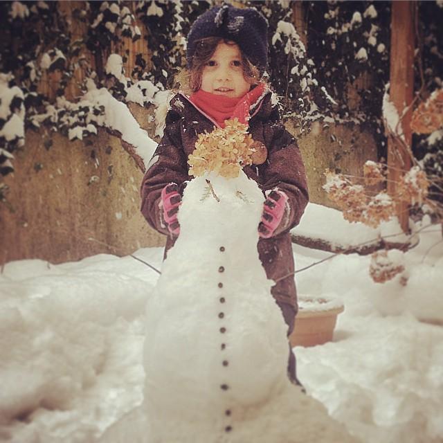 Schneefrau im Hinterhof. #<3